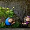 To børn set fra oven